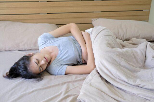 Đầy hơi khó tiêu là dấu hiệu mang thai sớm