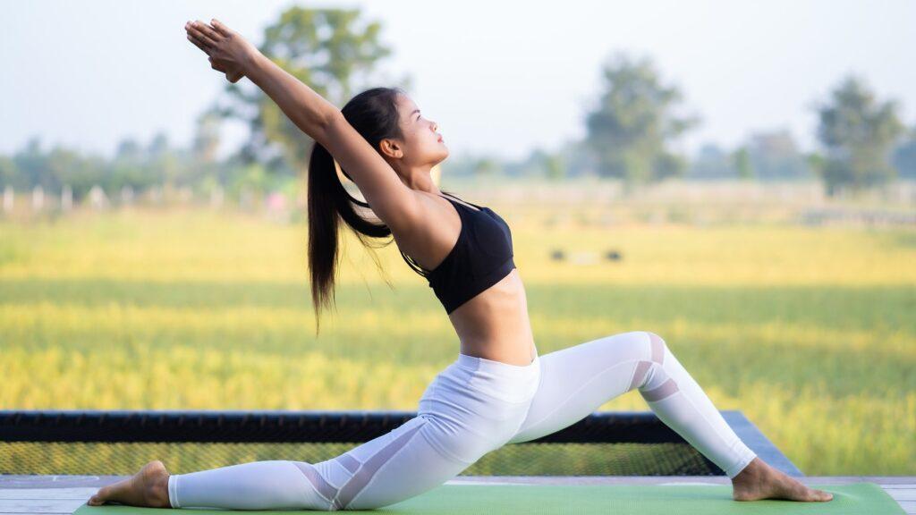 Điều trị bằng cách tập Yoga