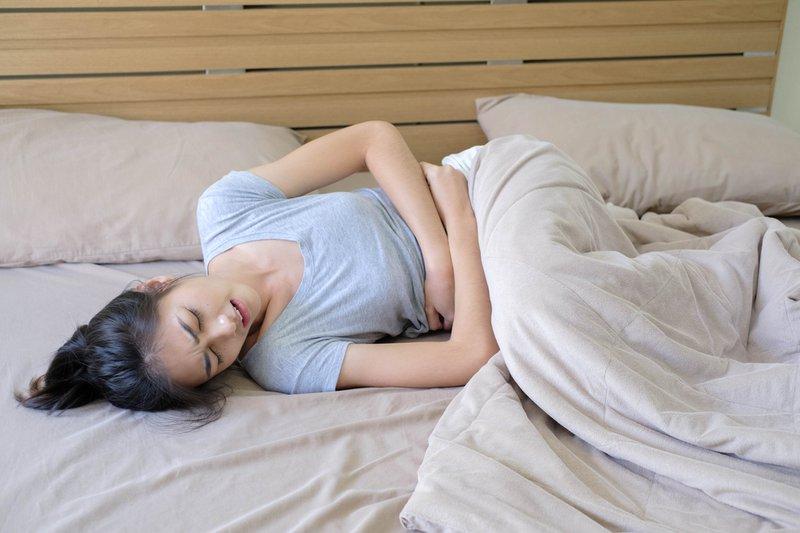 Những triệu chứng gặp ban đầu có thể là đau vùng chậu