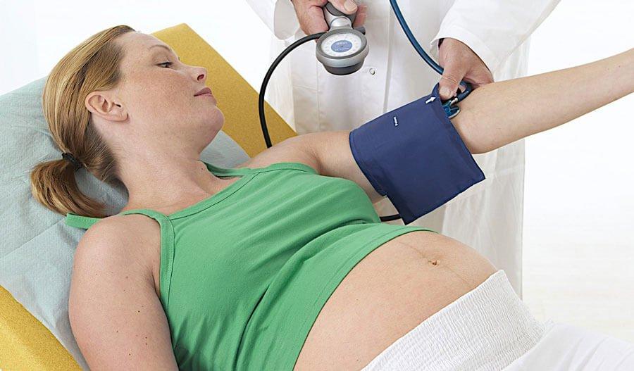 Nguy cơ có thể xảy ra khi bà bầu bị tụt huyết áp mang thai