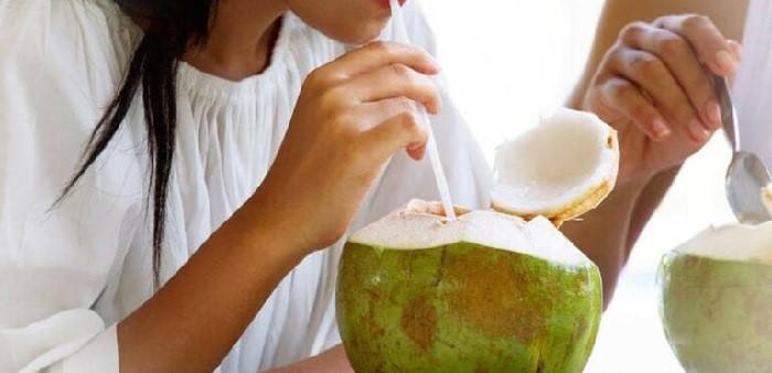 Không uống nước dừa khi cơ thể đang mệt mỏi, khó chịu, bị cảm lạnh