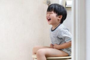 Trẻ bị táo bón : mẹ chăm sóc sao cho đúng cách